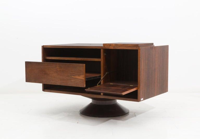Mid-Century Modern Italian Bar Cabinet by Gianfranco Frattini for Bernini in Walnut, 1950s For Sale