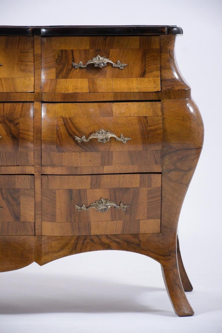 Italian Baroque Burl Dresser In Good Condition For Sale In Los Angeles, CA