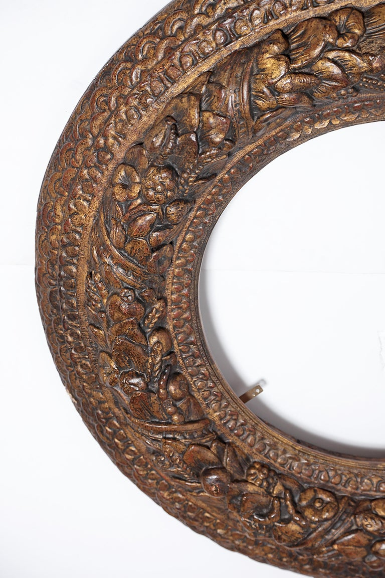 Italian Baroque Carved and Gilded Round Picture / Mirror Frame For Sale 4