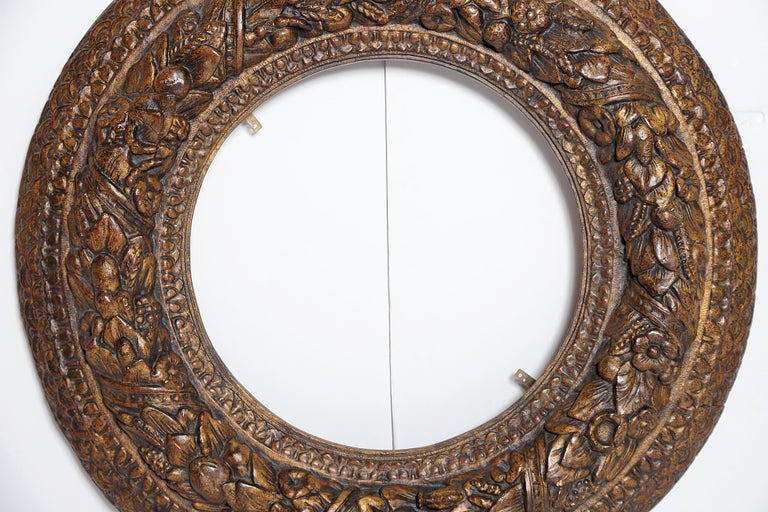 Wood Italian Baroque Carved and Gilded Round Picture / Mirror Frame For Sale