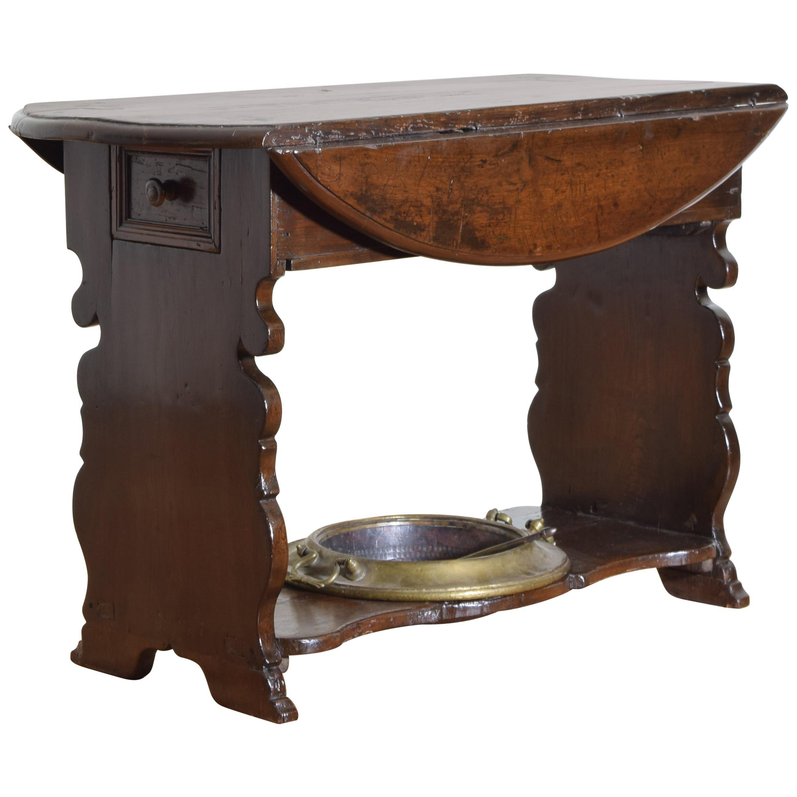 Italian Baroque Dropleaf Bracciere Table in Poplar, late 17th-early 18th Century