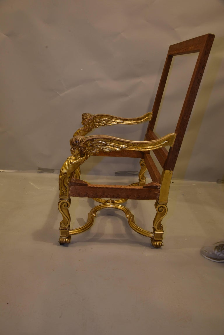 Italian Baroque Louis XIV Style Gold Leaf Oversized Chair In Excellent Condition For Sale In Chicago, IL