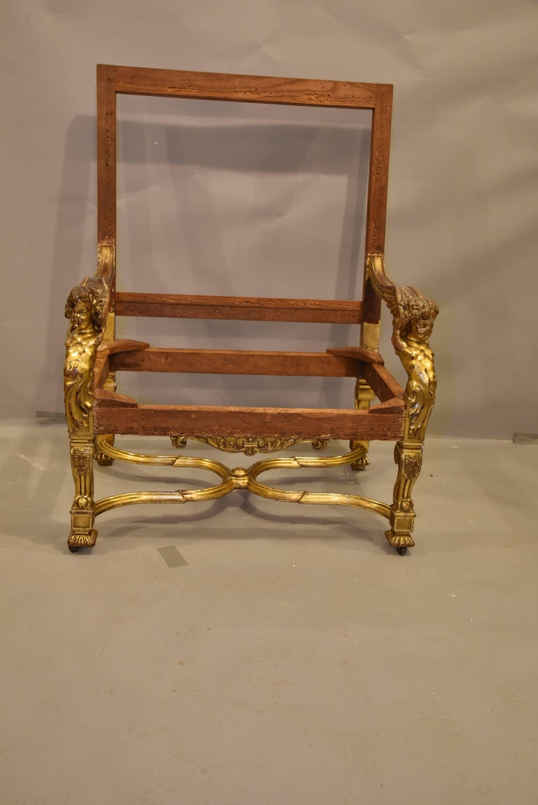 Italian Baroque Louis XIV Style Gold Leaf Oversized Chair For Sale 2