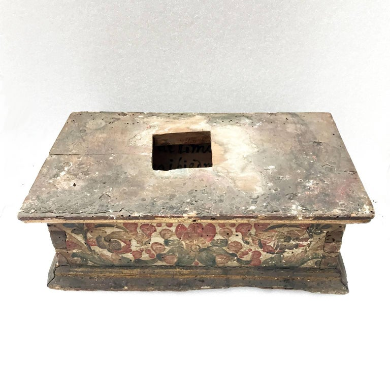 Hand-Painted 17th Century Italian Baroque Basement Painted and Gilt Wood Sculpture Stand 1661 For Sale