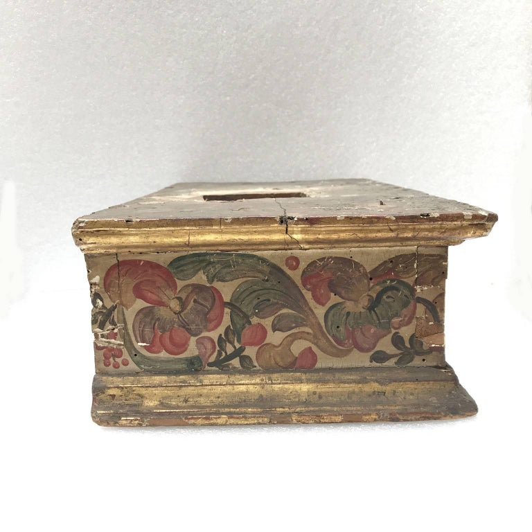 17th Century Italian Baroque Basement Painted and Gilt Wood Sculpture Stand 1661 For Sale 1