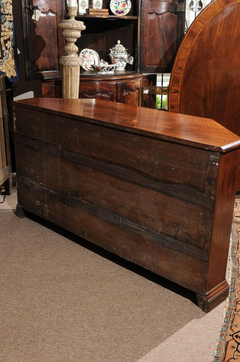 Italian Baroque Walnut Credenza, Early 18th Century For Sale 7