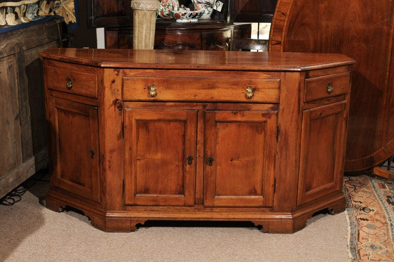 Italian Baroque Walnut Credenza, Early 18th Century For Sale 11