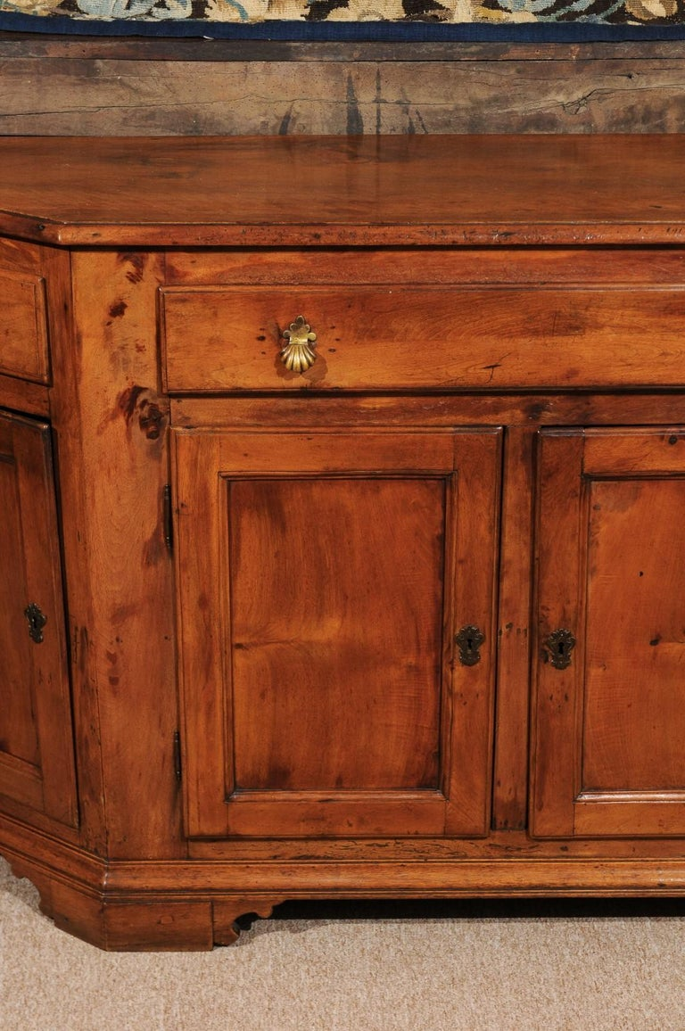 Italian Baroque Walnut Credenza, Early 18th Century For Sale 2