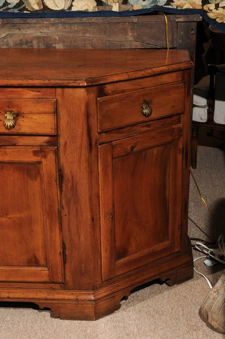 Italian Baroque Walnut Credenza, Early 18th Century For Sale 3