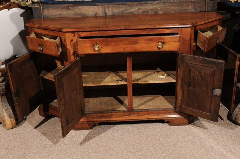 Italian Baroque Walnut Credenza, Early 18th Century For Sale 4