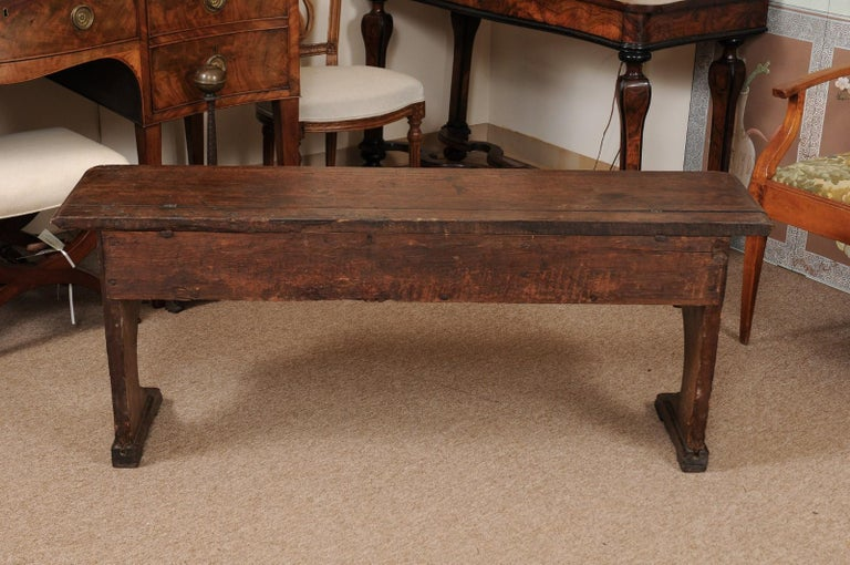 Italian Baroque Walnut Hall Bench, Early 18th Century For Sale 7