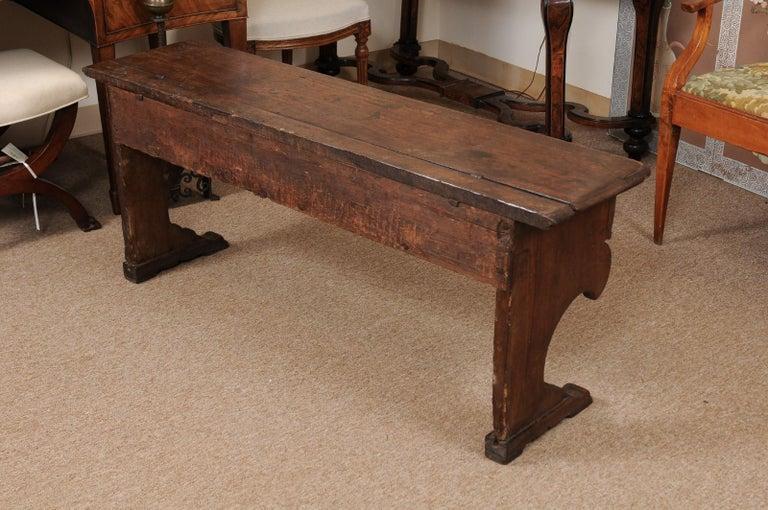Italian Baroque Walnut Hall Bench, Early 18th Century For Sale 8