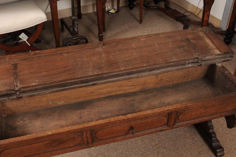 Italian Baroque Walnut Hall Bench, Early 18th Century For Sale 4