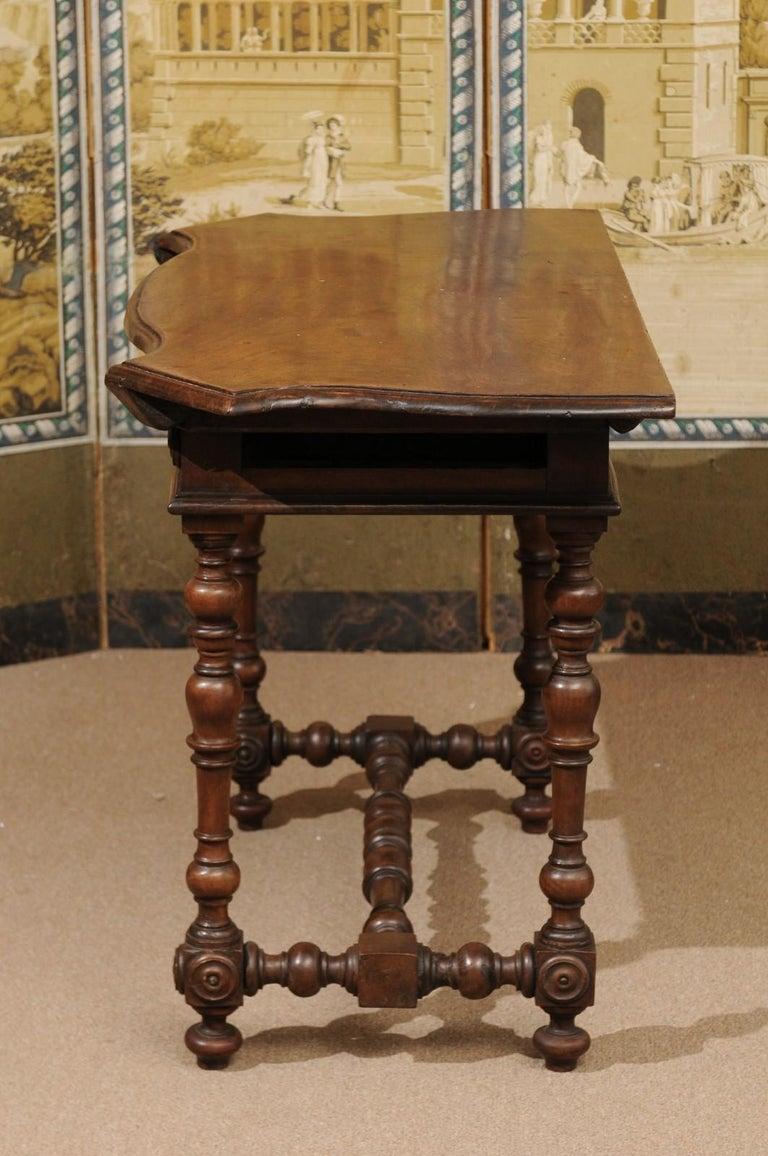 Italian Baroque Walnut Serpentine Console Table, Late 17th Century For Sale 6