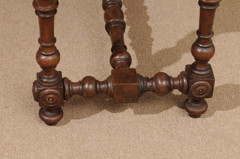 Italian Baroque Walnut Serpentine Console Table, Late 17th Century For Sale 8