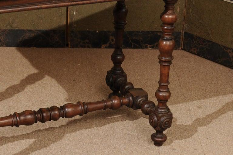 Italian Baroque Walnut Serpentine Console Table, Late 17th Century For Sale 3