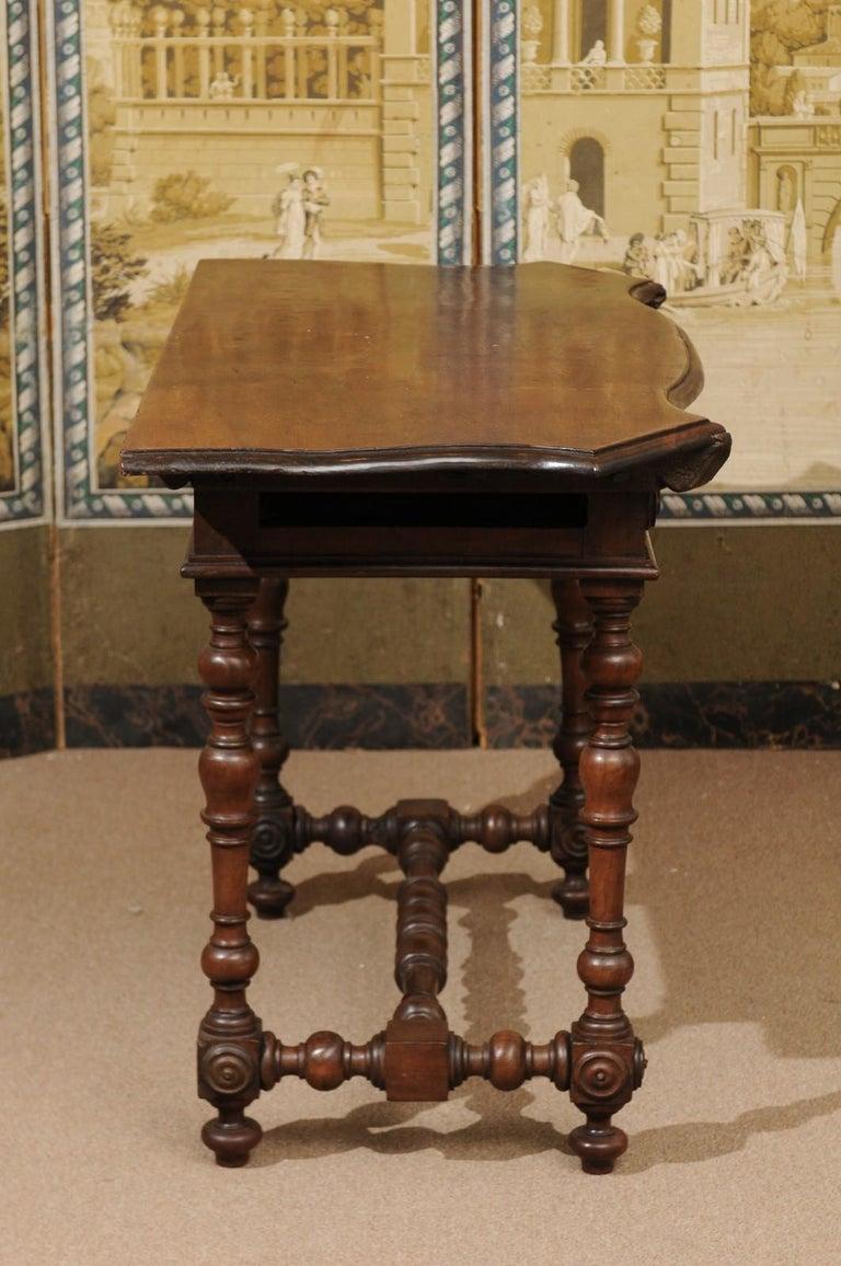 Italian Baroque Walnut Serpentine Console Table, Late 17th Century For Sale 4