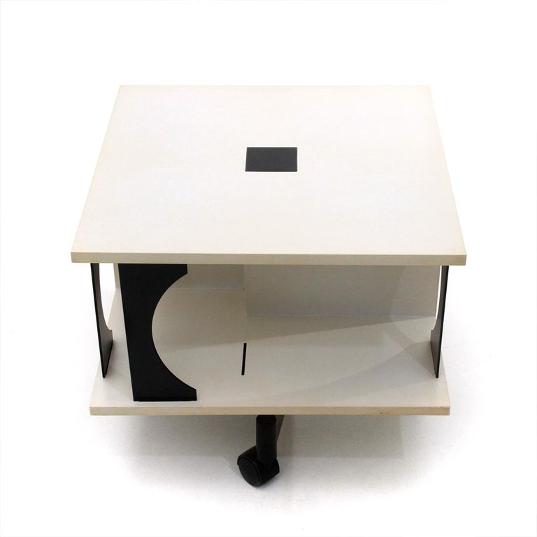 Coffee table produced in the 1980s by Kartell, designed by Anna Castelli Ferrieri.
