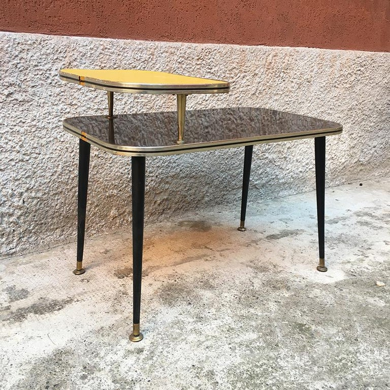 Italian Black and Yellow Formica, Wood and Brass Coffee Table, 1960s In Good Condition For Sale In MIlano, IT