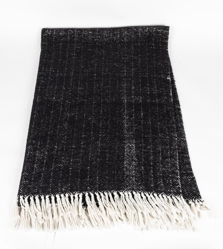 Italian Black Cashmere and Cotton Hand-Loomed Throw Blanket In Good Condition For Sale In Chicago, IL