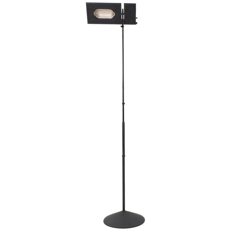 Modern 1980s Italian black aluminium and steel Duna Terra telescopic tall halogen floor lamp. It has been designed by Mario Barbaglia and Marco Colombo, produced by PAF Studio. This lamp is perfect to create contrast or to be used as spotlight to