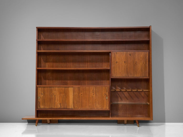 Italian Bookcase in Walnut and Oak In Good Condition For Sale In Waalwijk, NL