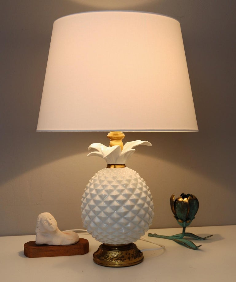 Italian Brass and Ceramic Pineapple Table Lamp, 1970s In Good Condition For Sale In Clivio, Varese