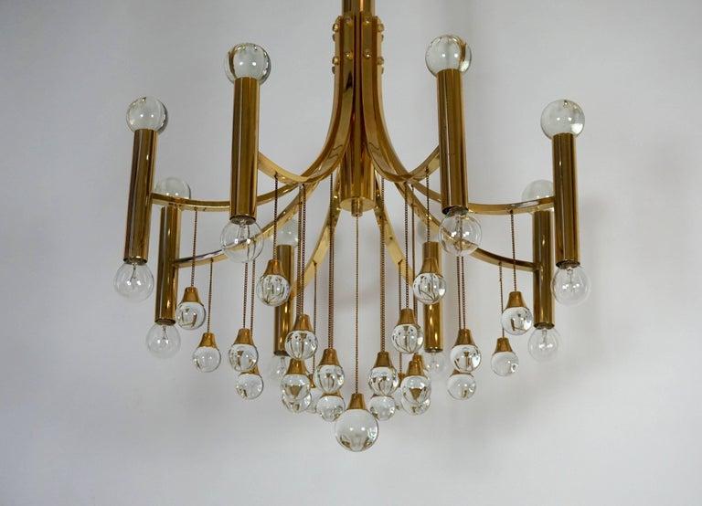 Italian brass and glass chandelier by Sciolari. Eight E14 bulbs. Measures: Diameter 60 cm. Height 110 cm.
