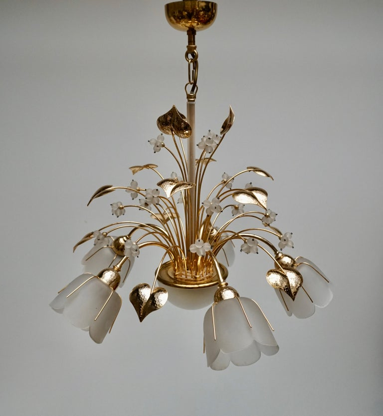 Italian Hollywood regency 5-light chandelier in brass and glass. Measures: Diameter 55 cm. Height fixture 45 cm. Total height with the chain is 65 cm.