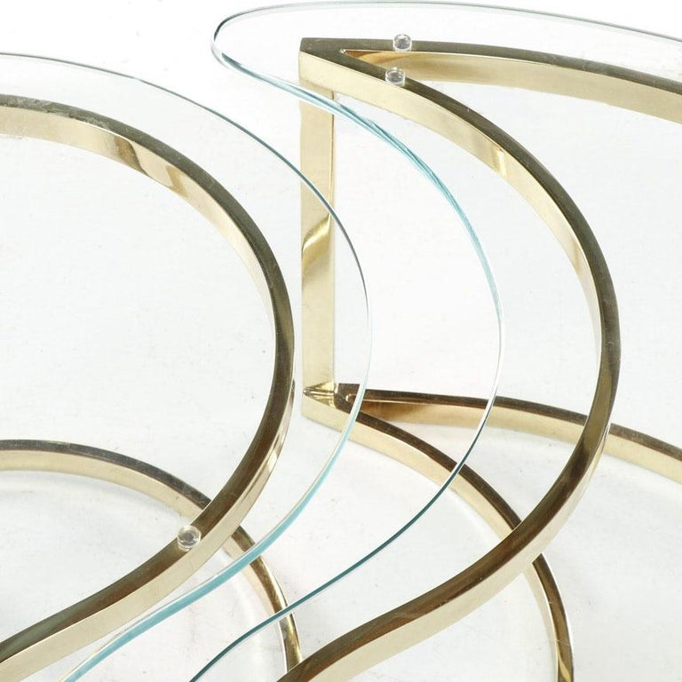 Late 20th Century Italian Brass and Glass Yin Tang Coffee Table For Sale