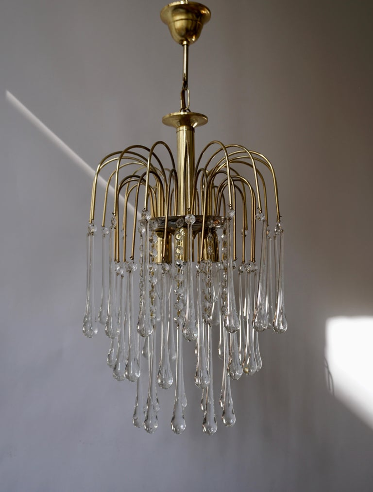 Italian brass and Murano glass teardrop chandelier. Measure: Diameter 32 cm. Height fixture 50 cm. Total height with the chain 70 cm.