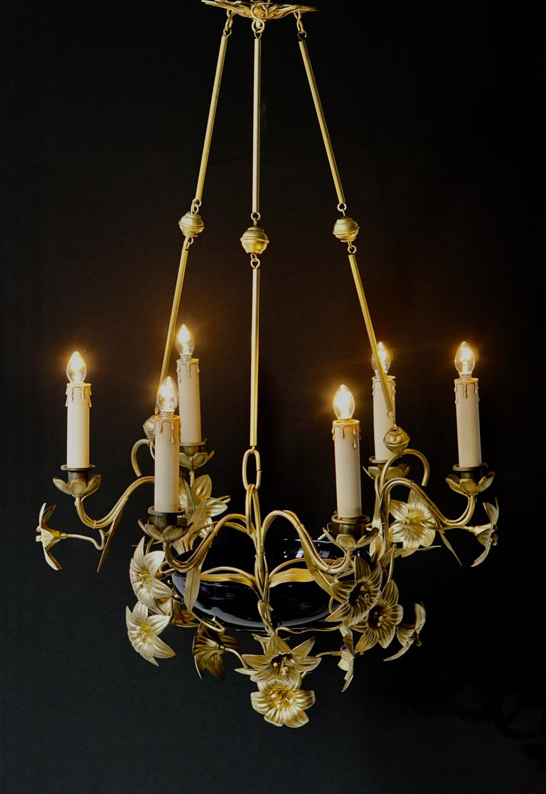 Italian Brass Chandelier with Lilies and Cranberry Glass In Good Condition For Sale In Antwerp, BE