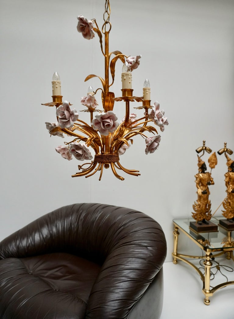 Italian Brass Chandelier with Porcelain Flowers In Good Condition For Sale In Antwerp, BE