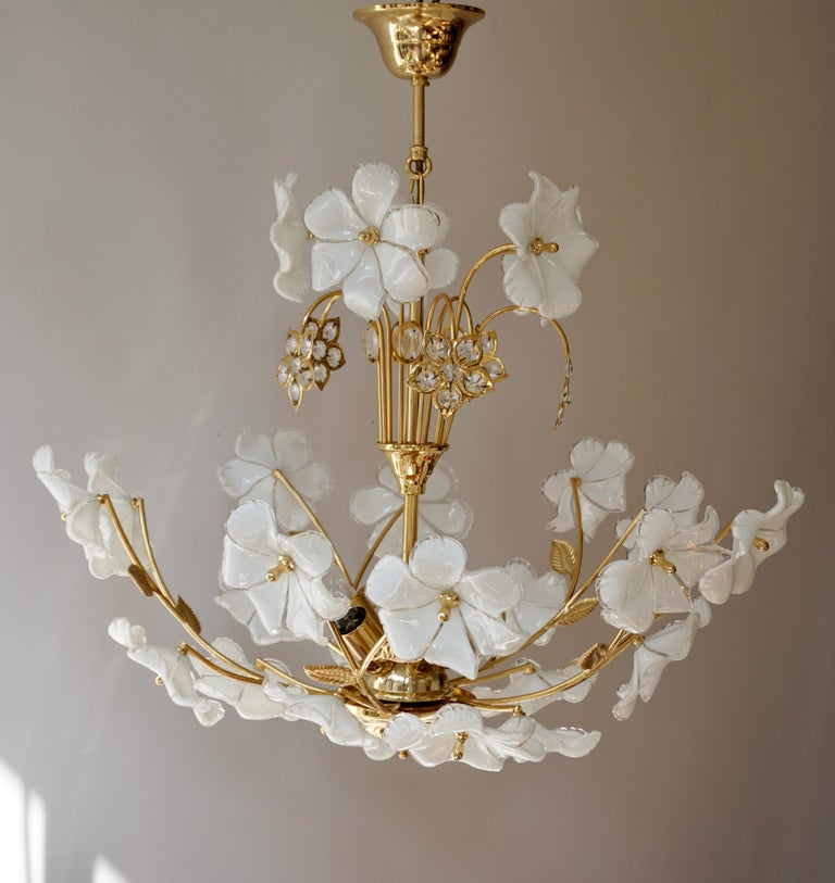 20th Century Italian Brass Chandelier with White Murano Glass and Crystal Flowers For Sale