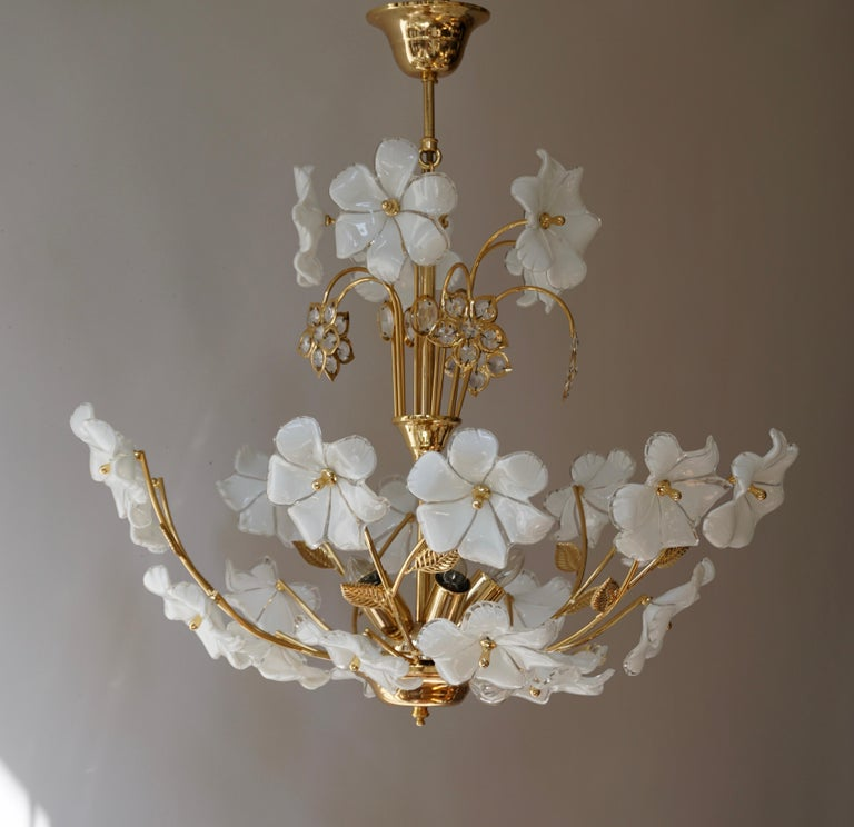 Italian Brass Chandelier with White Murano Glass and Crystal Flowers For Sale 1