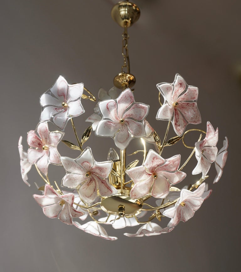 Hollywood Regency Italian Brass Chandelier with White Pink Colored Murano Glass Flowers For Sale