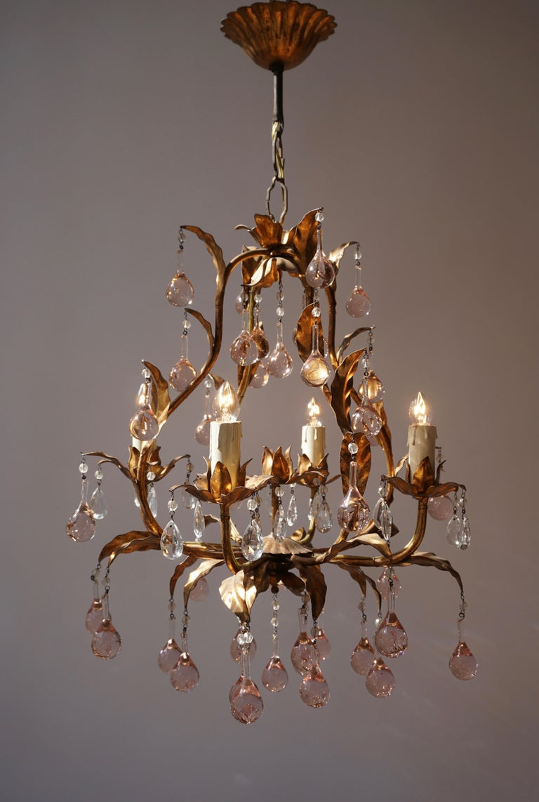 Elegant Italian brass and glass chandelier with five lights. Measures: Diameter 40 cm. Height fixture 45 cm. Total height 70 cm. Four E14 bulbs.