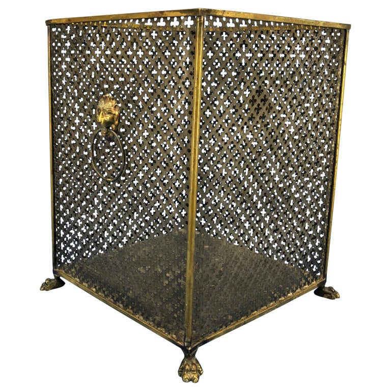 Italian Brass Lionhead Decorated Square Paper Waste Basket In Good Condition For Sale In Haddonfield, NJ