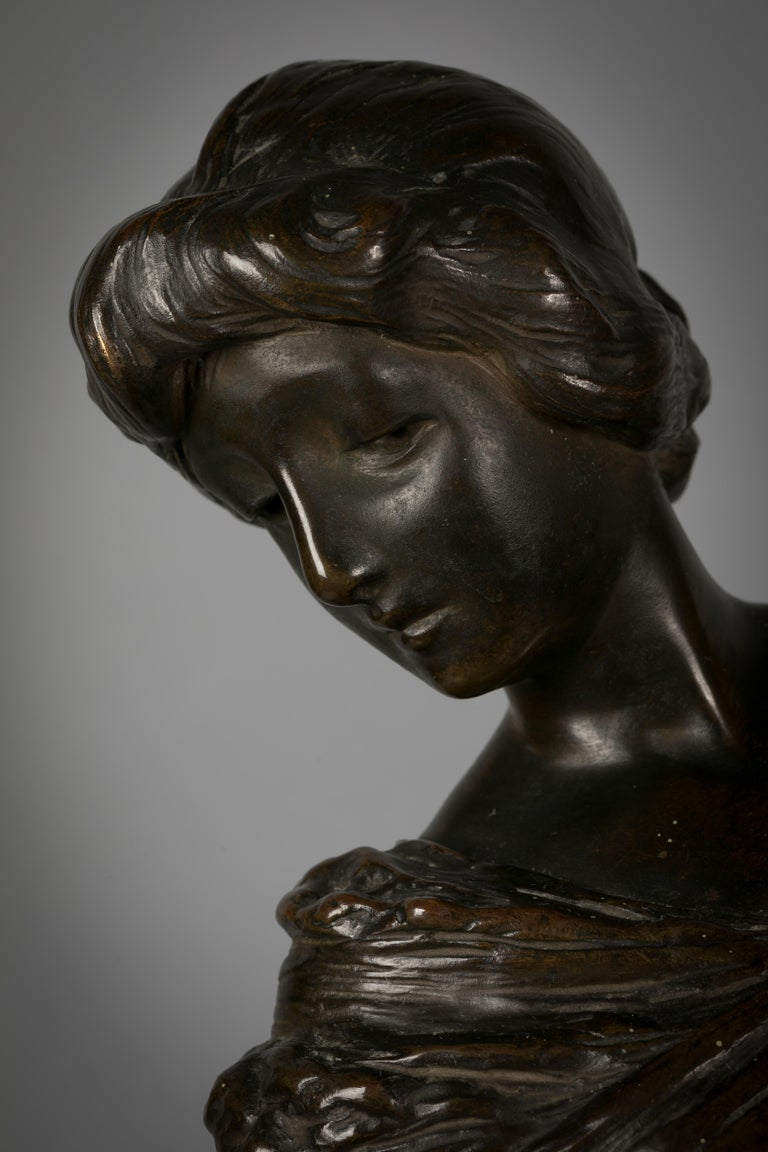 Italian Bronze Sculpture of Woman Playing a Pianoforte, Signed Saverid Sortini For Sale 1