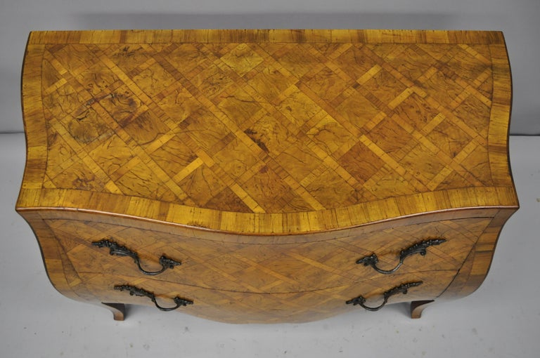 Italian Burl Olive Wood Parquetry Inlaid French Style Bombe Commode Chest In Good Condition For Sale In Philadelphia, PA