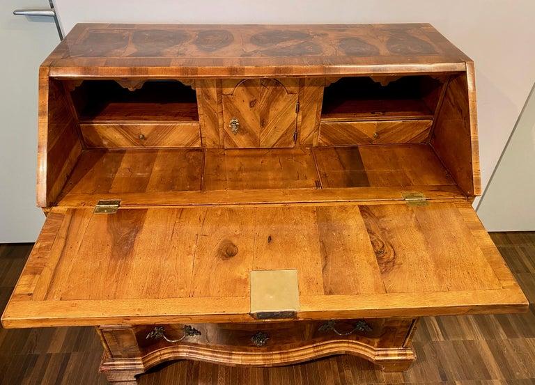 Italian Burl Walnut Venetian Rococo Slant Front Desk, 18th Century In Good Condition For Sale In Stamford, CT