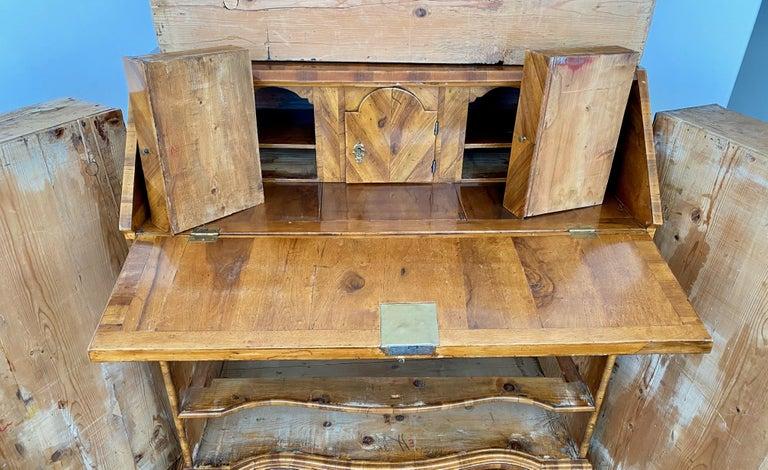 Italian Burl Walnut Venetian Rococo Slant Front Desk, 18th Century For Sale 1