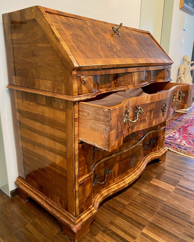 Italian Burl Walnut Venetian Rococo Slant Front Desk, 18th Century For Sale 4