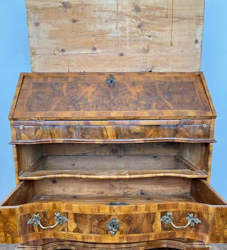 Italian Burl Walnut Venetian Rococo Slant Front Desk, 18th Century For Sale 5