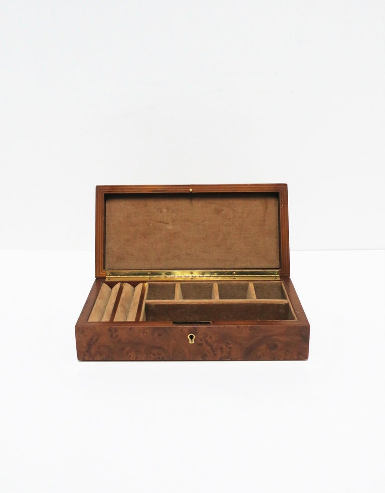 Italian Burl Wood Jewelry Box In Good Condition For Sale In New York, NY