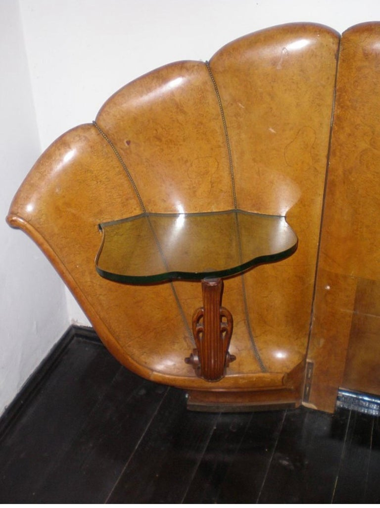 Italian Burled Walnut Art Deco Headboard with Shell Shaped Nightstands, 1920s In Fair Condition For Sale In Florence, IT