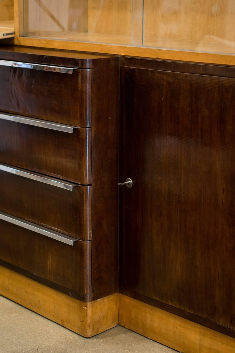 Italian Art Deco Cabinet of Birch and Rosewood, 1930-1940 For Sale 4