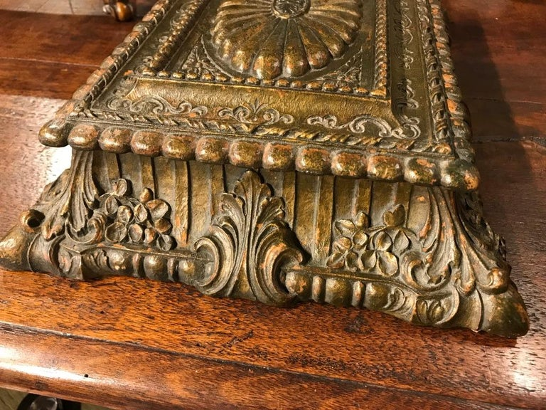Italian Carved and Giltwood Box For Sale 7