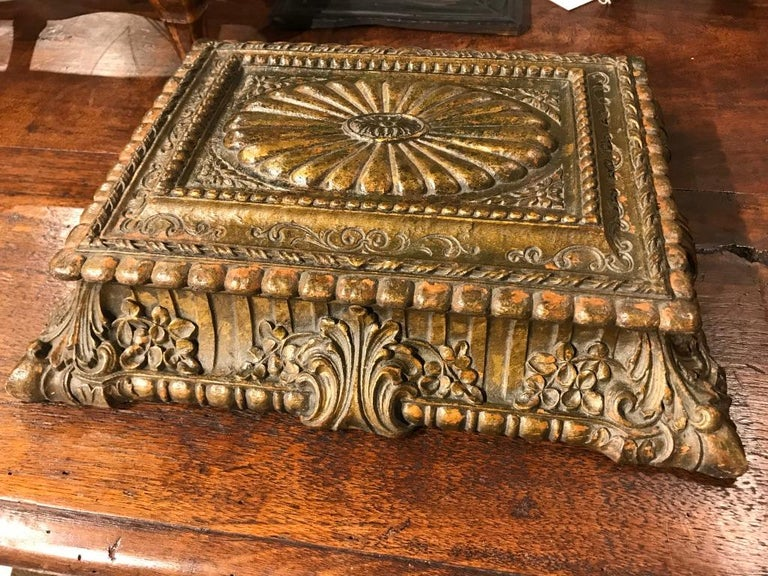 Italian Carved and Giltwood Box For Sale 9