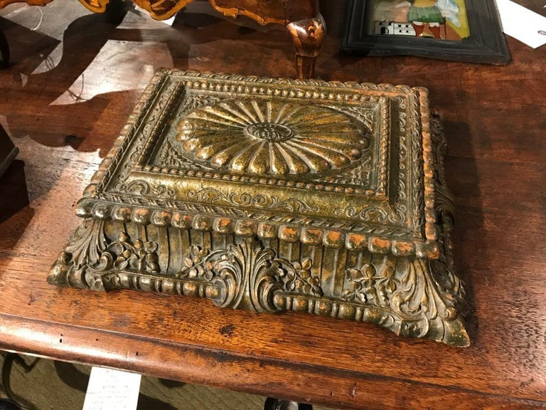 20th Century Italian Carved and Giltwood Box For Sale